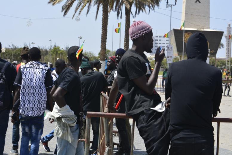 """""""Y'en a marre"""" à Obélisque: les premières images du rassemblement - Pas encore la grande affluence"""
