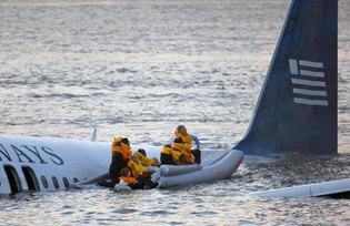 C'est dans une eau de la rivière Hudson à à peine 6 degrés que l'Airbus A320 de la compagnie US Airways s'est posé en catastrophe.(Photo : Reuters)
