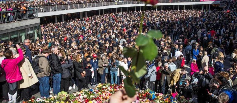 Attentat de Stockholm: la Suède rend hommage aux victimes