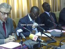 L'ambassadeur de France au Sénégal, Jean Christophe Rufin et le ministre de l'Economie et des Finances, Abdoulaye Diop