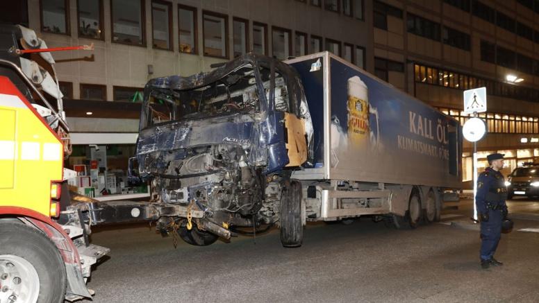 """Attentat de Stockholm: le conducteur du camion revendique """"un acte terroriste"""""""