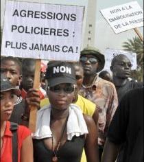 Sénégal-les journalistes exigent la mise en accusation de Farba Senghor