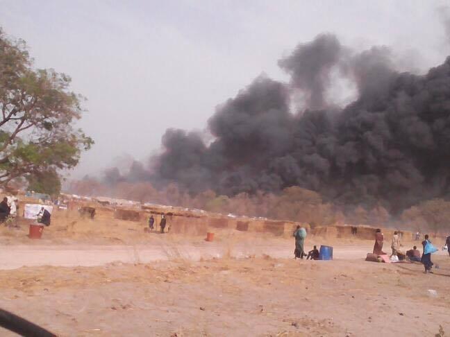 Les images du violent incendie qui ravage le Dakaa de Médina Gounass