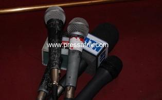 Les micros symbolisant le principal outil de travail des journalistes