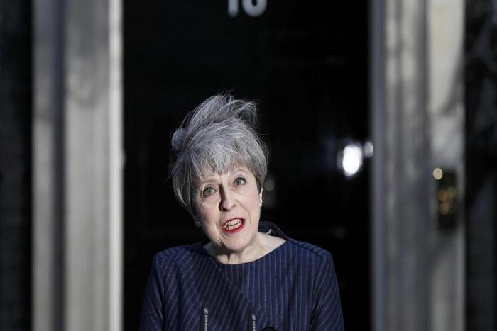 Législatives anticipées: la presse britannique voit la victoire de Theresa May