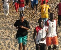 Ces moments de grands rush sont tout à fait différent de la réalité actuelle sur les plages. Elles sont presque désertes à cause du froid qui règne en maître (Photo:http://au-senegal.com/Un-esprit-sain-dans-un-corps-sain.html)