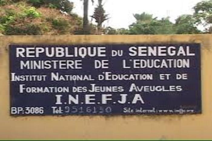 Les élèves non-voyants de l'Inefja de Thiès manifestent devant l'Assemblée nationale ce jeudi