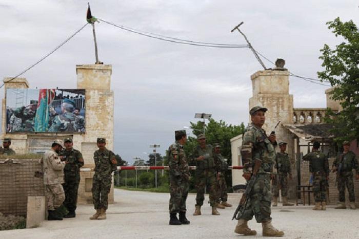 Afghanistan: plus de 50 militaires afghans tués dans l'attaque de leur base