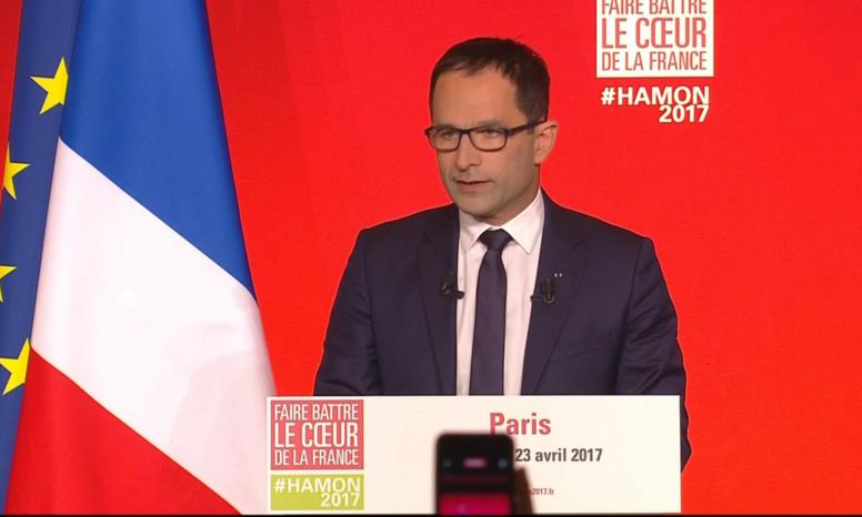 Présidentielle: Hamon appelle à voter Macron au second tour