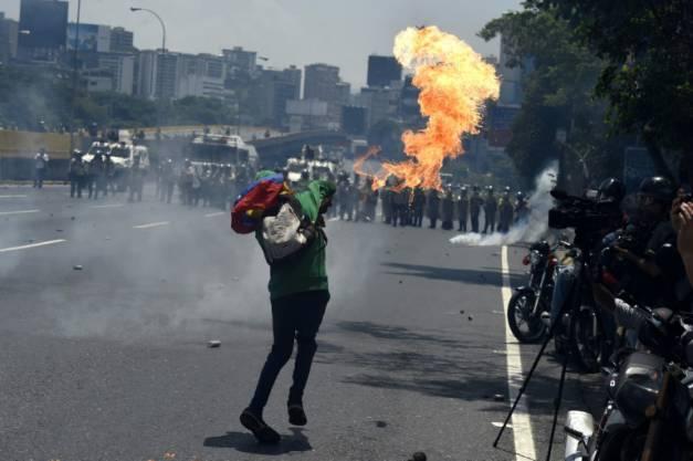 Venezuela: malgré les violences, l'opposition à nouveau dans la rue