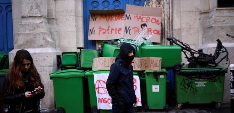 """""""Ni Le Pen, ni Macron"""" : plusieurs lycées bloqués à Paris, manifestation place de la République"""