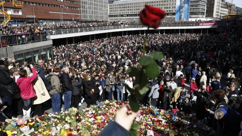 Attentat de Stockholm: le bilan porté à 5 morts après le décès d'une sexagénaire