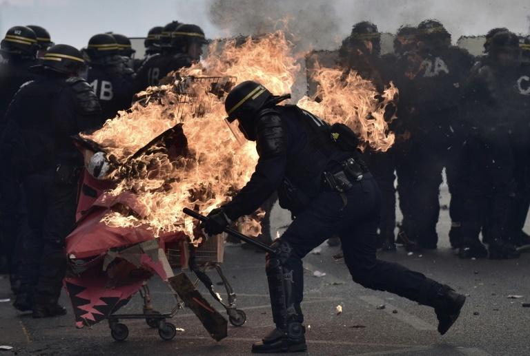 1er mai: affrontements en marge de la manifestation parisienne