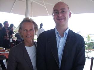 De gauche à droite Christine Ockrent (DG Rfi) et Laurent Couro (correspondant de Rfi à Dakar)