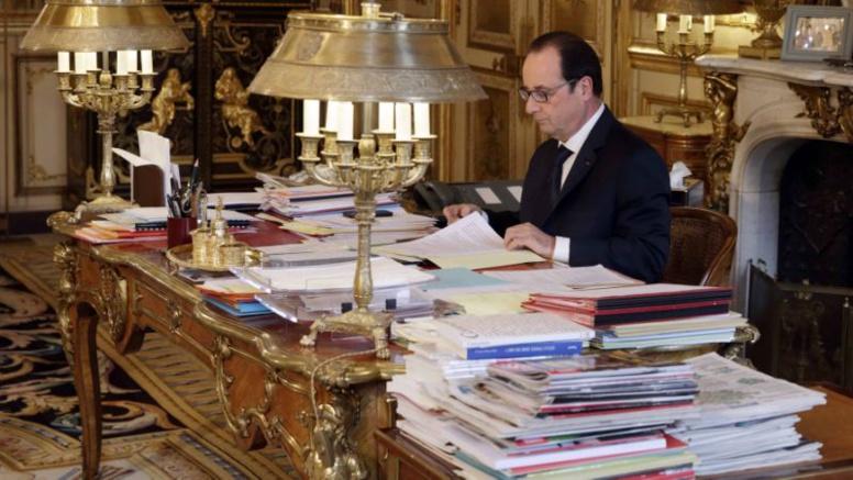François Hollande veut «(s') expliquer» dans un livre écrit de sa main