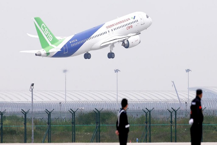 Aéronautique: le premier moyen-courrier «made in China» prend son envol