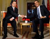 Le président Barack Obama (d) et son homologue chinois Hu Jintao à Winfield House, la résidence de l'ambassadeur amérocain à Londres, le 1er avril 2009. (Ph: Reuters)