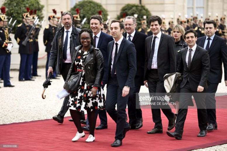Passation de pouvoir : revivez l'arrivée de la garde rapprochée d'Emmanuel Macron avec en tête Sibeth Ndiaye (Vidéo)