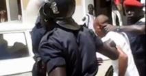 Acte de rébellion: Abdoulaye Sarr s'évade du véhicule de la police et braque un couteau