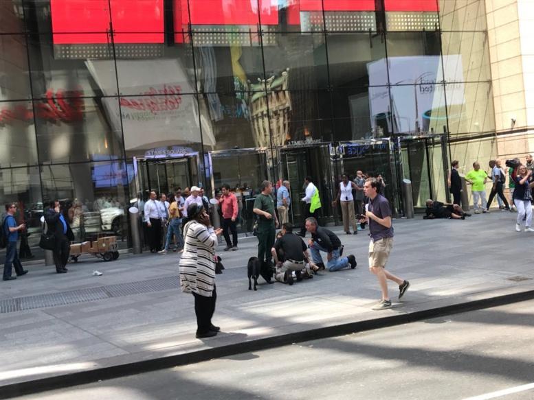 Times Square - New York: une voiture percute la foule - 1 mort et au moins 10 blessés