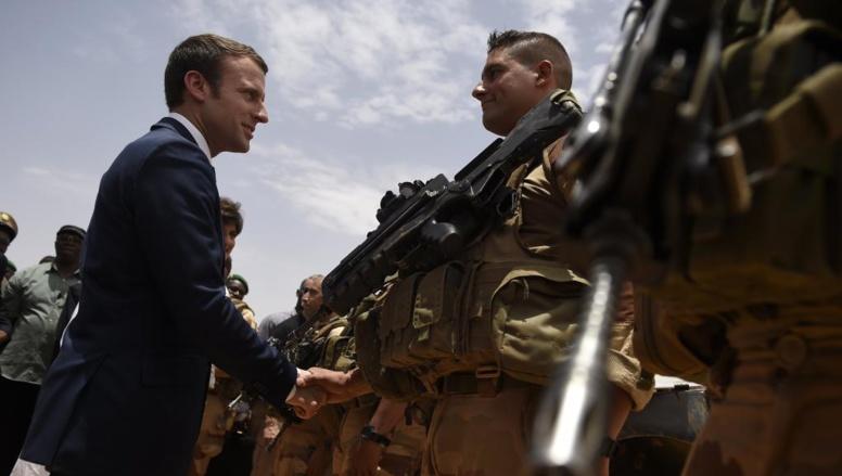 A Gao, Emmanuel Macron se pose en protecteur des forces françaises
