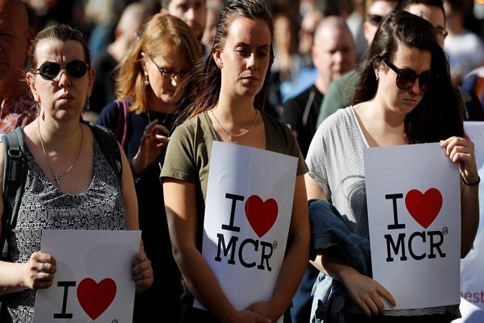 Royaume-Uni: une veillée en hommage aux victimes de Manchester