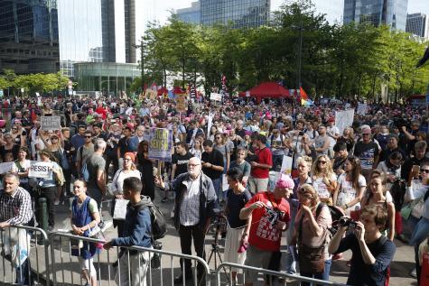 Des milliers de personnes manifestent contre la venue de Trump à Bruxelles