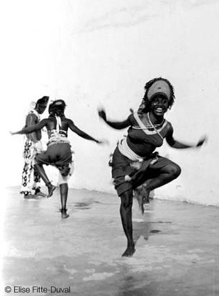 le sens et toutes les formes de danse revistés (Photo: au-senegal.com)
