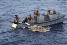 Des débris du vol AF 447 repêchés à 1200 km des côtes brésiliennes de Recife (Photo: REUTERS/Brazilian Air Force)