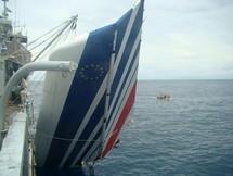 La marine brésilienne a retrouvé de nombreux débris de l'Airbus d'Air France, à quelque 1350 km de Recife. C'est désormais dans cette zone que les recherches des boîtes noires se concentrent. (Photo: Reuters)