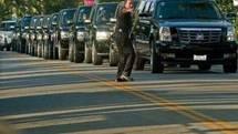 La famille et les proches de Michael Jackson ont roulé en cortège jusqu'au cimetière de Forest Lawn. (Photo: AFP)