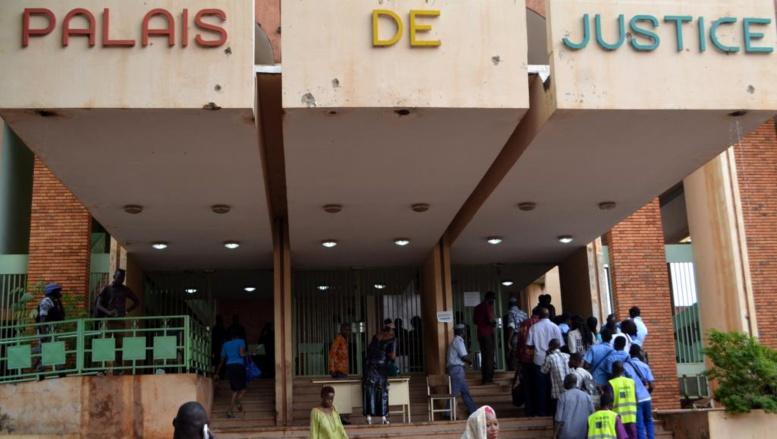 Burkina: la suspension du procès du gouvernement Compaoré bien accueillie