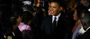 Barack Obama à son arrivée au Ghana, vendredi soir © FINBARR O'REILLY / X90055