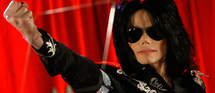 Un long métrage compilant les ultimes répétitions de Michael Jackson pour sa dernière tournée, This is It, devrait sortir fin 2009 © DR