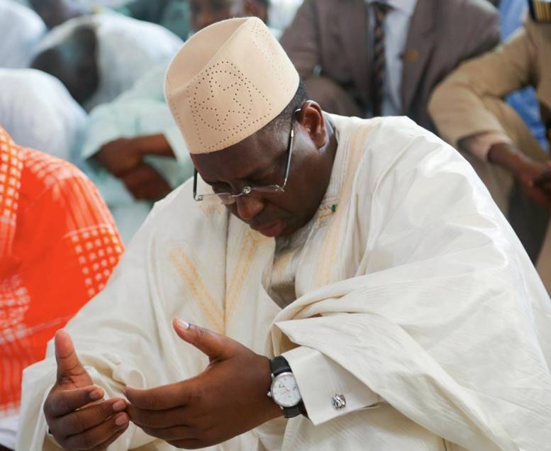 Inauguration de la mosquée Mansour Barro: sous un soleil de plomb des fidèles boudent la prière différée à cause du retard de Macky Sall