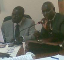 Le PDG de JLS, Bara Tall au micro, le président de la CNES, Mansour Kama à droite