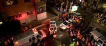 Dans la nuit de samedi à dimanche, un inconnu au visage masqué et vêtu de noir a ouvert le feu à l'arme automatique sur un groupe de jeunes de la communauté des gays et lesbiennes à l'intérieur du centre, situé à l'angle des rues Ahad Haam et Nac