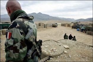 Un soldat français du 3e RIMA (Régiment d'infanterie de Marine) patrouille dans le village de Sayed Abad en Afghanistan, le 17 décembre 2008. (Photo: AFP)