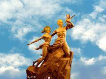 Monument de la renaissance: le cœur et la pierre