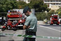 Un guarde civil à Calvia sur l'île des Baléares de Majorque peu après un attentat à la bombe, le 30 juillet 2009 (Photo: AFP)