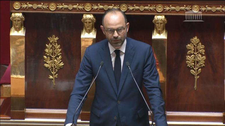 Le Premier ministre français annonce une hausse du prix du paquet de cigarette jusqu'à 10 euros... les internautes se moquent