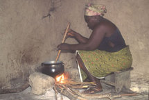 La pollution provenant des fourneaux traditionnels cause 5 400 décès par an