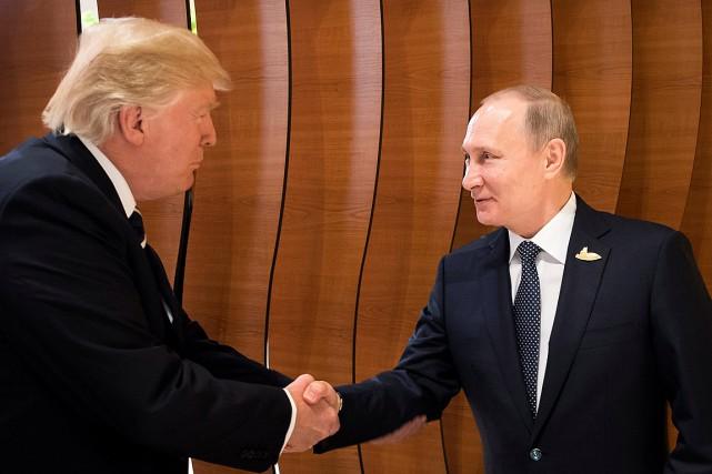 La première poignée de main entre Trump et Poutine au G20... vue sur Twitter
