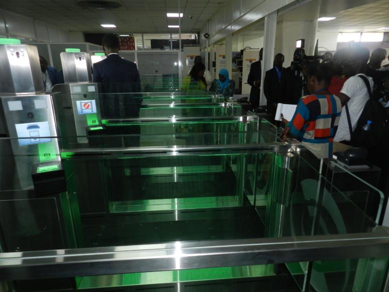 Des « e-gates » à l'Aéroport de Dakar