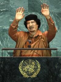 Le président libyen Mouammar Kadhafi à la tribune de l'ONU pour un discours assez laborieux...(Reuters)