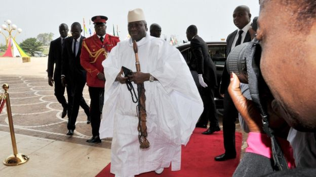 Gambie: l'ex-président Yahya Jammeh privé de son passeport diplomatique