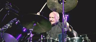 Le batteur de Genesis, Phil Collins, a perdu l'usage de ses doigts. Il ne pourra plus jouer de batterie, mais il ne renonce pas pour autant à la musique © Laurent Zabulon/ABACA PRESS