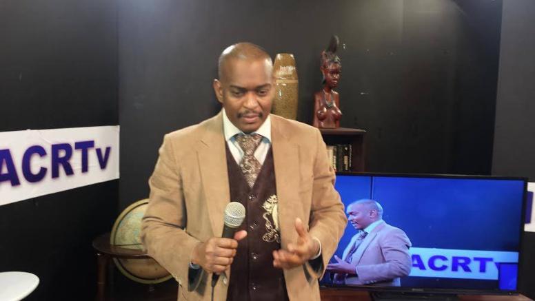 Déportation d'Assane Diouf confirmée : Le journaliste Baba Aidara annonce sa démission de la Rfm