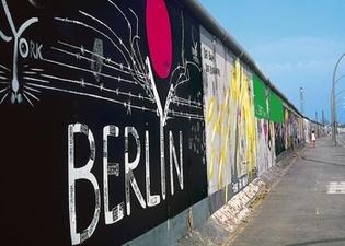 Commémoration de la chute du mur de Berlin: effervescence de 20 ans à la capitale allemande