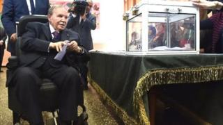 Des universitaires appellent à la destitution de Bouteflika